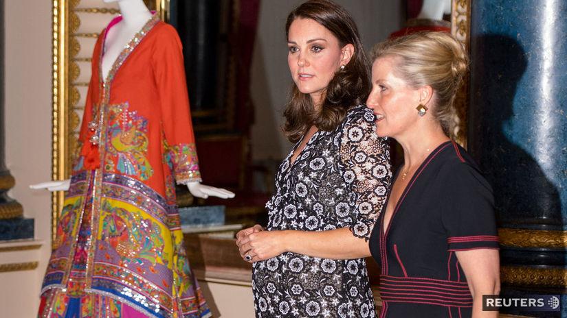 Britská vojvodkyňa Catherine z Cambridge (vľavo) a vojvodkyňa z Essexu Sophie