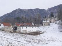 Sklabinský hrad predávajú cez realitku