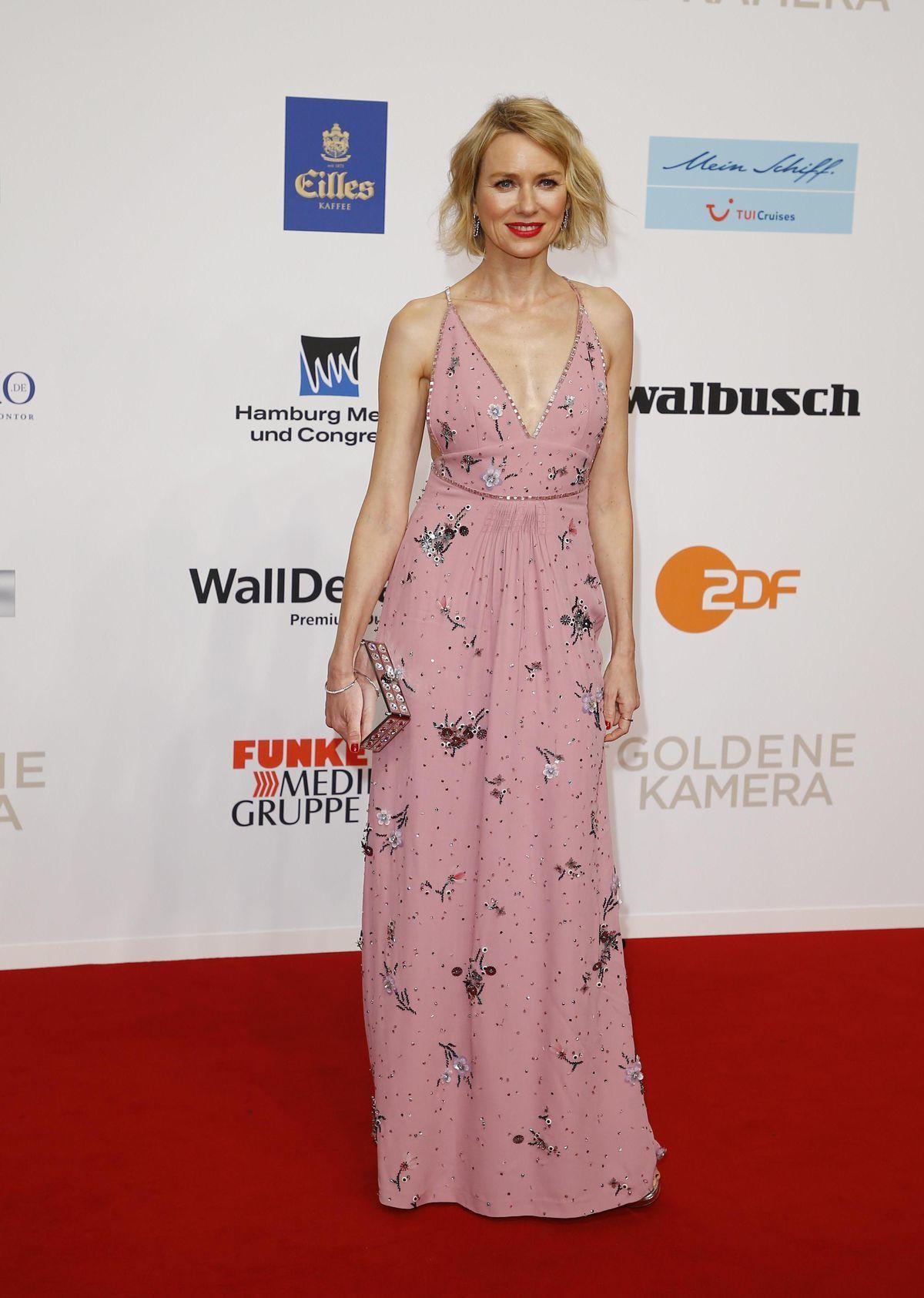 Herečka Naomi Watts prichádza na slávnostný...