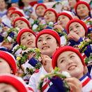 Roztlieskavačky z KĽDR sú údajne sexuálne otrokyne, píše Bloomberg