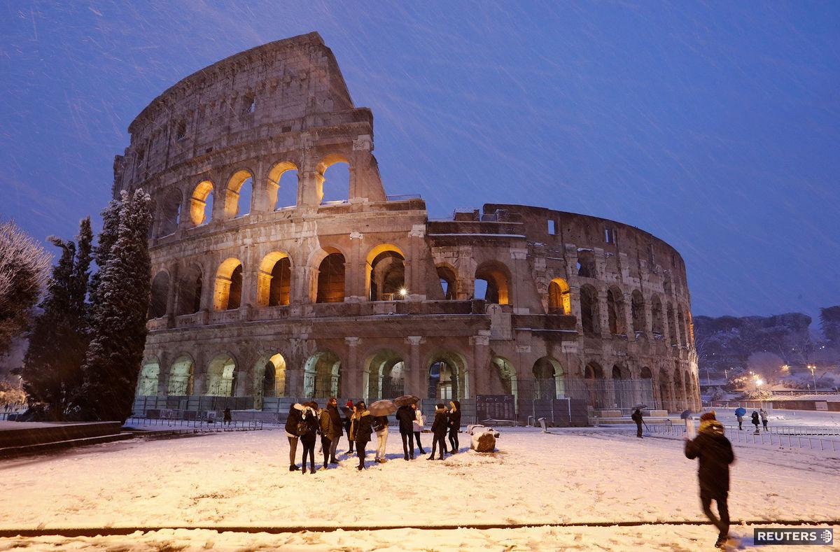 Rím, sneh, zima, Taliansko, Koloseum
