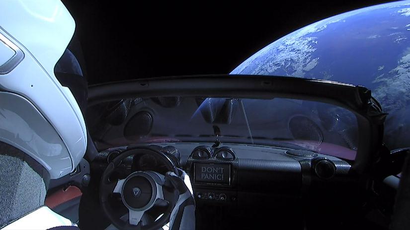 Starman, športové auto, vesmír,