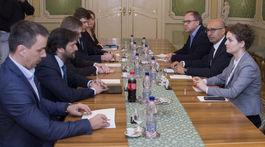 SR Bratislava vláda premiér médiá reportéri stretnutie BAX