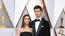 Herec Ansel Elgort a jeho partnerka Violetta Komyshan.