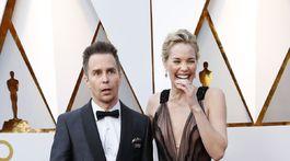 Herec Sam Rockwell a jeho manželka - herečka Leslie Bibb v kreácii J.Mendel.