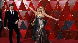 Herečka Jennifer Lawrence sa takto predvádzala na červenom koberci.