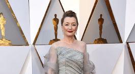 Herečka Lesley Manville nominovaná za výkon vo filme Niť prízrakov.