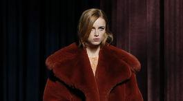 Modelka v kreácii značky Givenchy - v kolekcii jeseň-zima 2018/2019.
