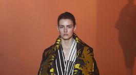 Modelka v kreácii značky Poiret - v kolekcii jeseň-zima 2018/2019.
