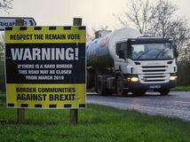 Brexit, hranice, Írsko, Severné Írsko, dopravná značka, varovanie