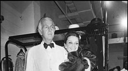 Dizajnér Hubert de Givenchy a herečka Audrey Hepburn.