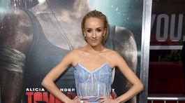Gymnastka Nastia Liukin prišla na premiéru filmu Tomb Raider.