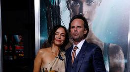 Herec Walton Goggins a jeho manželka Nadia Conners.