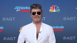 Producent a porotca Simon Cowell.