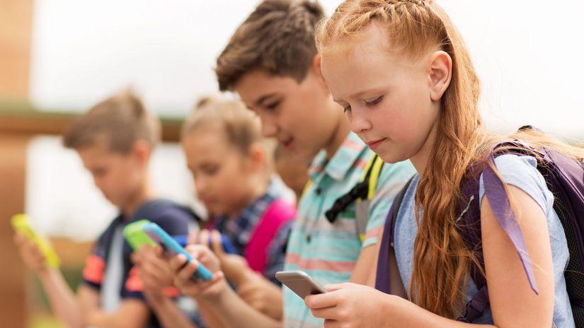 deti, mobil, sociálna sieť, Facebook