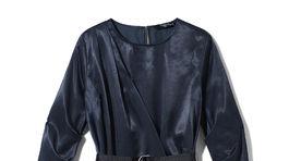 Tmavomodré šaty so zavinovacím detailom Reserved