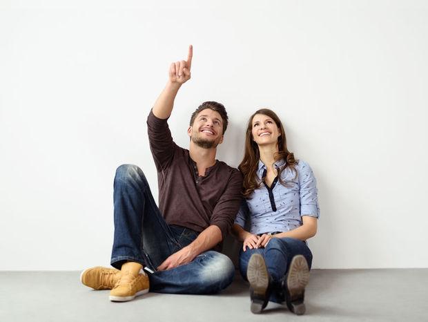 nový byt, mladý pár