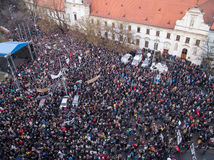Protesty v Bratislave preberajú vysokoškoláci, pokračujú aj v iných mestách
