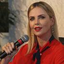 Herečka Charlize Theron na zábere z konferencie, na ktorej sa zúčastnila v Dubaji.
