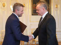 Pellegrini odovzdal prezidentovi zoznam členov vlády, Kiska sa vyjadrí v utorok