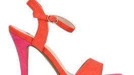 Dámske sandále OMG!. Za 29,95 eura predáva Humanic.