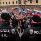 Tisícky ľudí protestovali v Bratislave, stovky aj pred parlamentom
