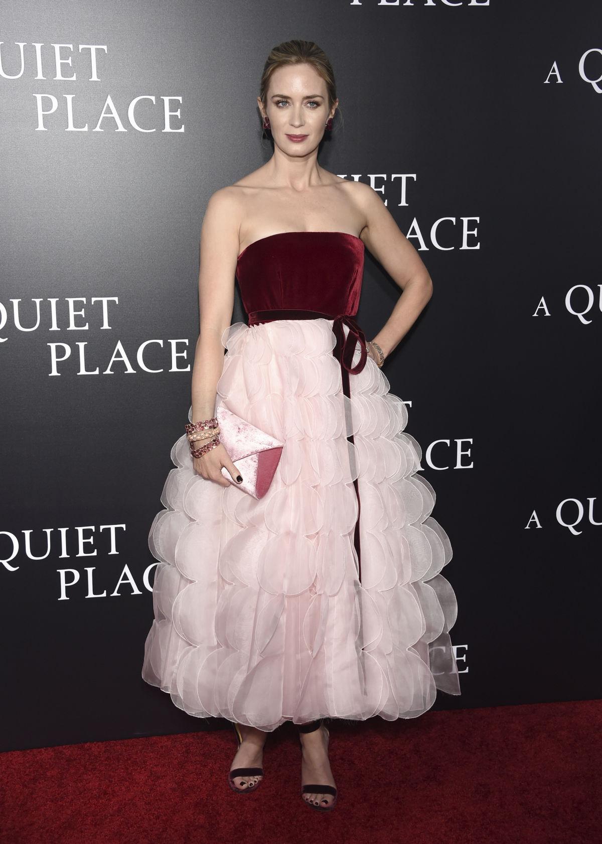 Herečka Emily Blunt v kreácii Oscar de la Renta.