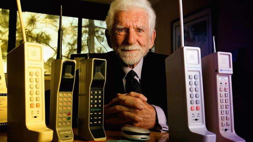 Motorola, prvý mobil