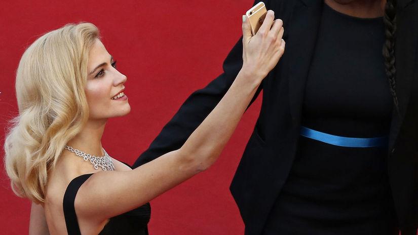 Francúzsko, Cannes, selfie, Pixie Lott