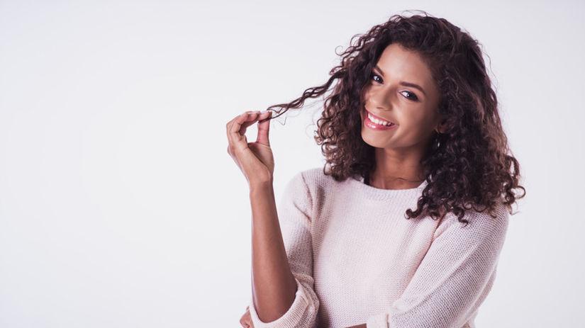Hrať sa s vlasmi môže tiež pôsobiť rozptyľujúco.