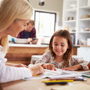 domáce úlohy, školáčka, mama, škola