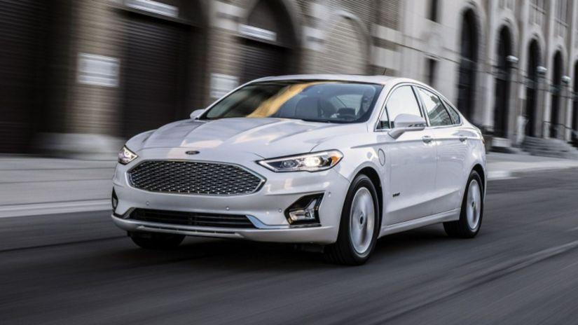 Ford Fusion 2019 druhy facelift prvni foto 02...