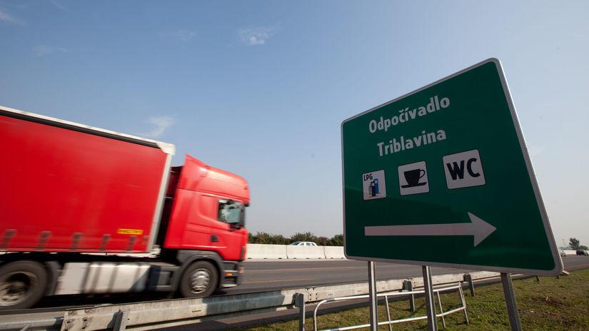 triblavina,kamion,dialnica D1