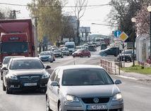 kolóna zápcha auta Dunajská Luzna