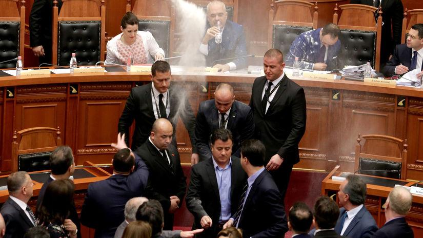 Albánsko, parlament, opozícia, premiér, Edi...