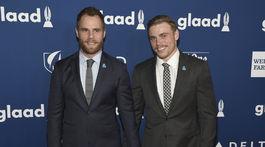 Herec Matthew Wilkas (vľavo) a jeho partner - lyžiar Gus Kenworthy.