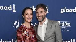 Katie Aselton a Mark Duplass prichádzajú na 29. ročník GLAAD Media Awards.