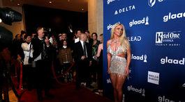 Speváčka Britney Spears pózuje fotografom.