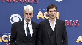 Herci Sam Elliott (vľavo) a Ashton Kutcher pózovali fotografom spoločne.