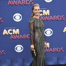 Herečka Rebecca Romijn na vyhlásení cien country hudby.