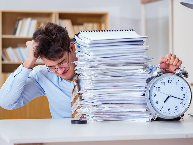 práca, nadčasy, muž,
