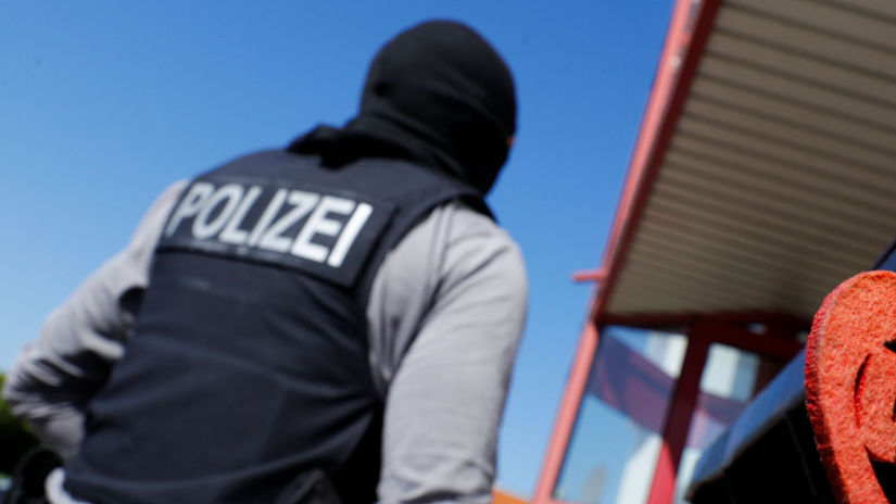 Nemecko, policajt, špeciálna operácia, razia,...