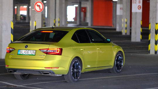 Test: Škoda Super Sportline 2,0 TSI – vyšportovaná limuzína
