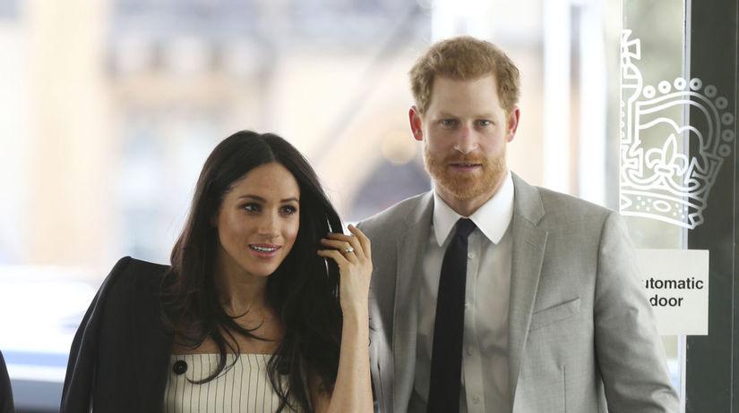 Princ Harry a jeho snúbenica Meghan Markle na...