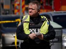 Kanada, biela dodávka, zrazení, policajt