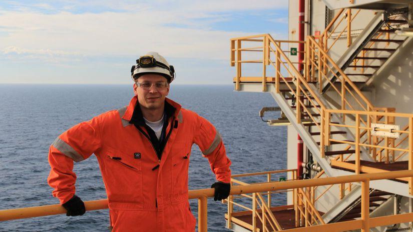 Andrej Tichý, ropná plošina