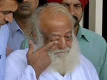 India zznásilnenie guru Bapu