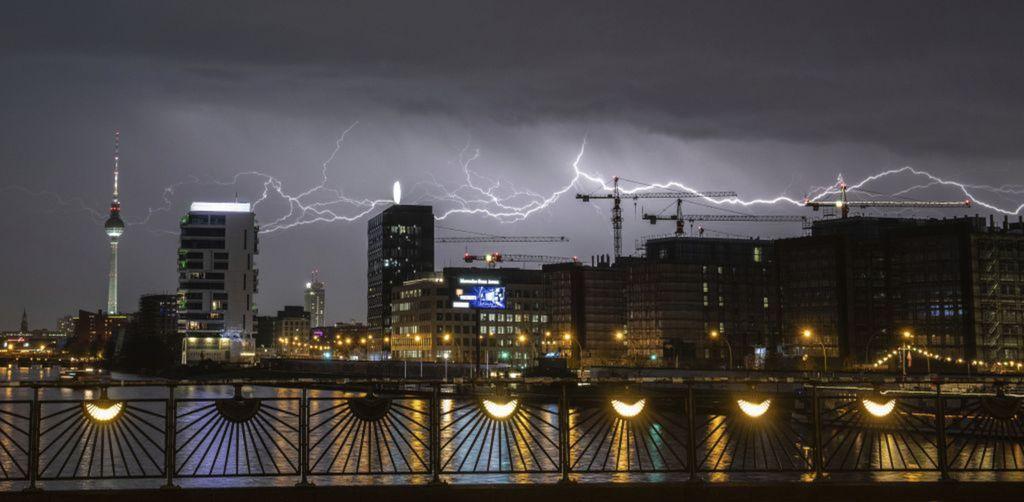 Berlín, blesky, búrka, počasie,