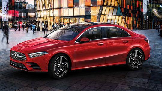 Mercedes-Benz A L: O 60 mm viac miesta na nohy. Pre Čínu