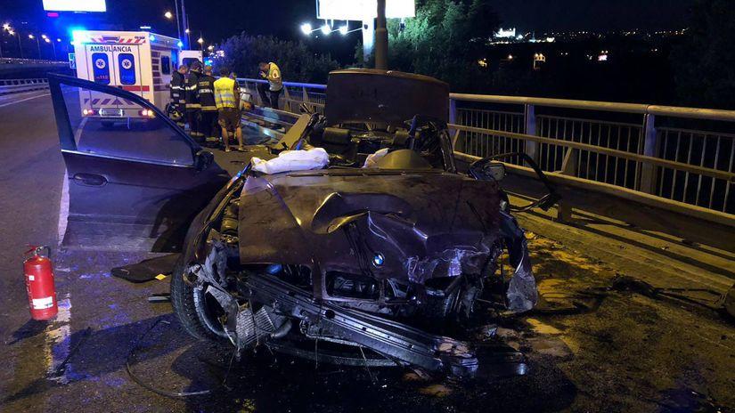 autonehoda, BMW, Bratislava, vrak auta